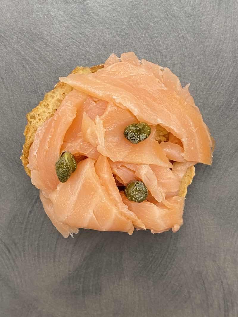 fresella senza glutine salmone con capperi